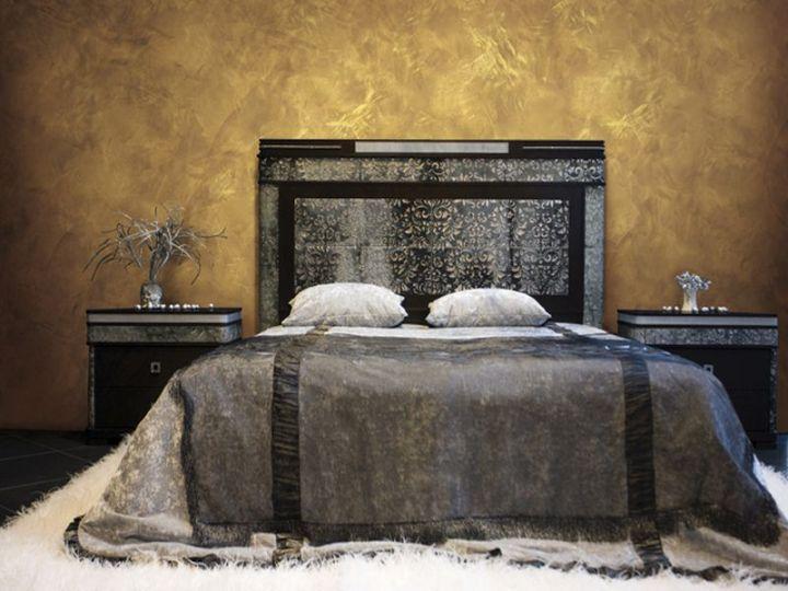 Венецианка на стене спальни