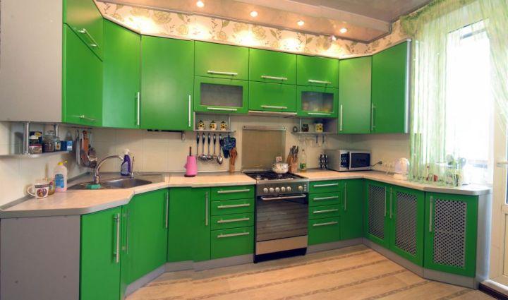 П-образная темно зеленая кухня