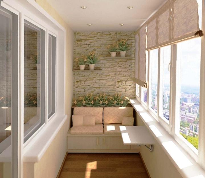 Светлый балкон с диванчиком