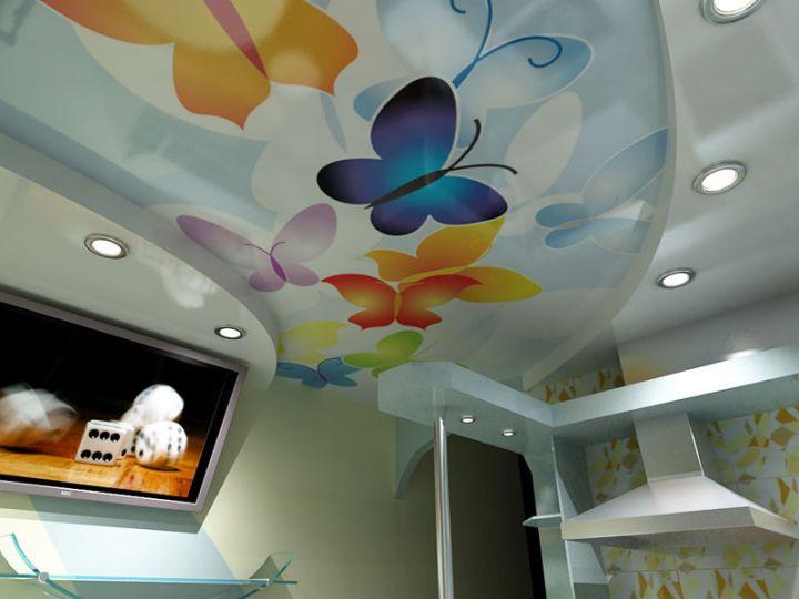 Фотопечать на натяжном потолке на кухне