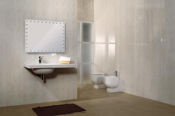 ванная отделана пластиковыми панелями