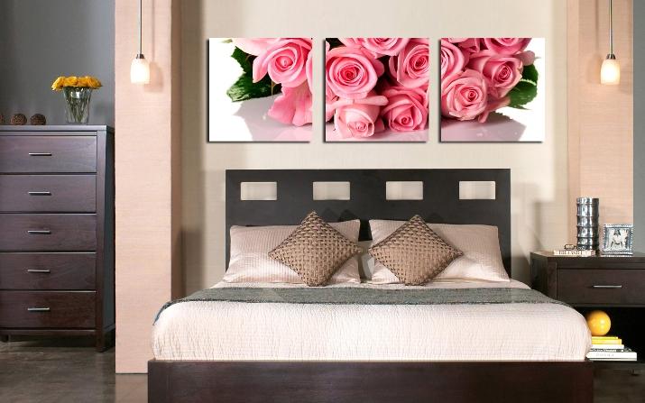 Розы в интерьере спальни