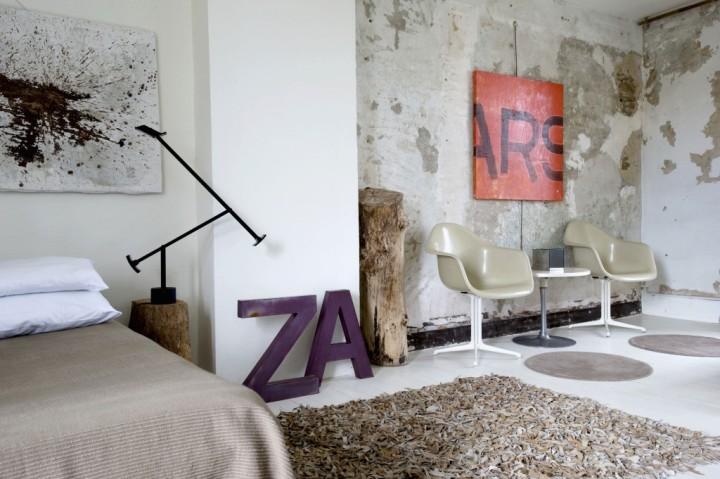 Буквы в интерьере в стиле поп-арт