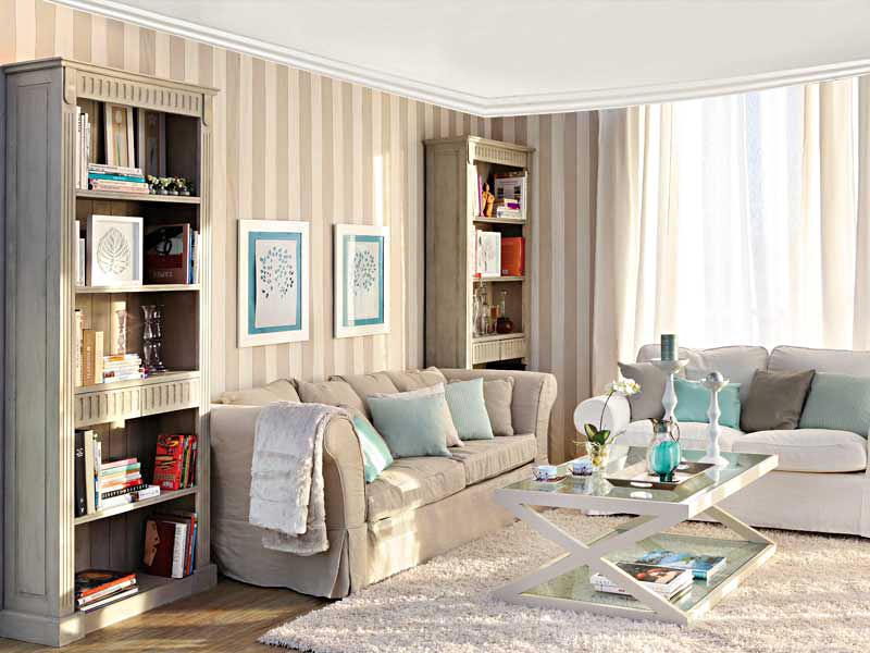 вертикальные полоски в интерьере гостиной