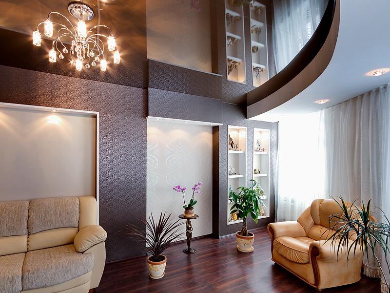 зеркальный потолок для увеличения высоты помещения