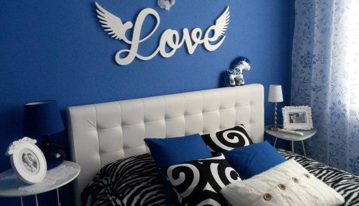 На стене написано Любовь