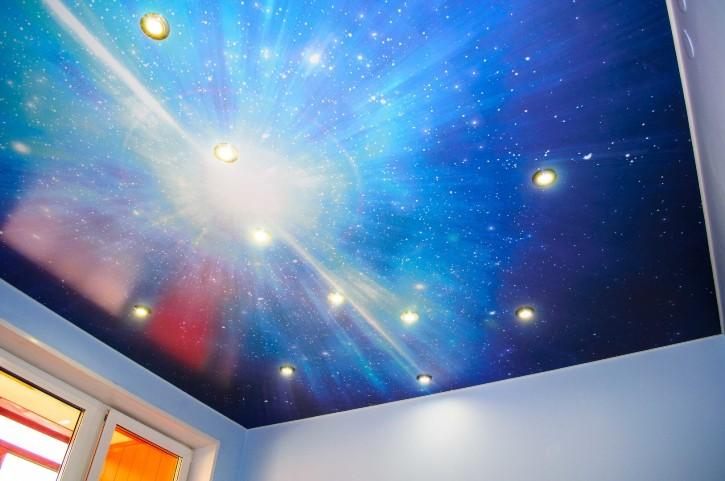Натяжной потолок с принтом звездного неба
