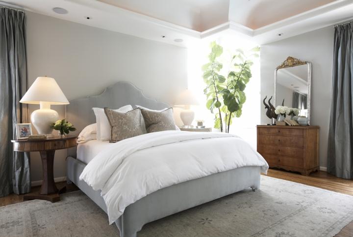 Растения в изголовье кровати