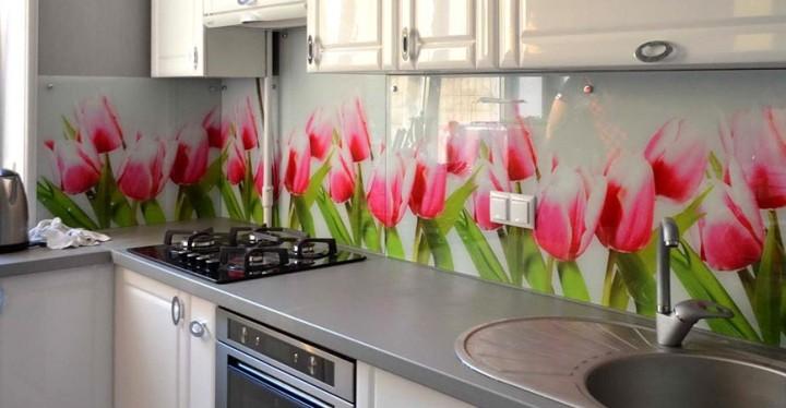 Фартук для кухни с тюльпанами