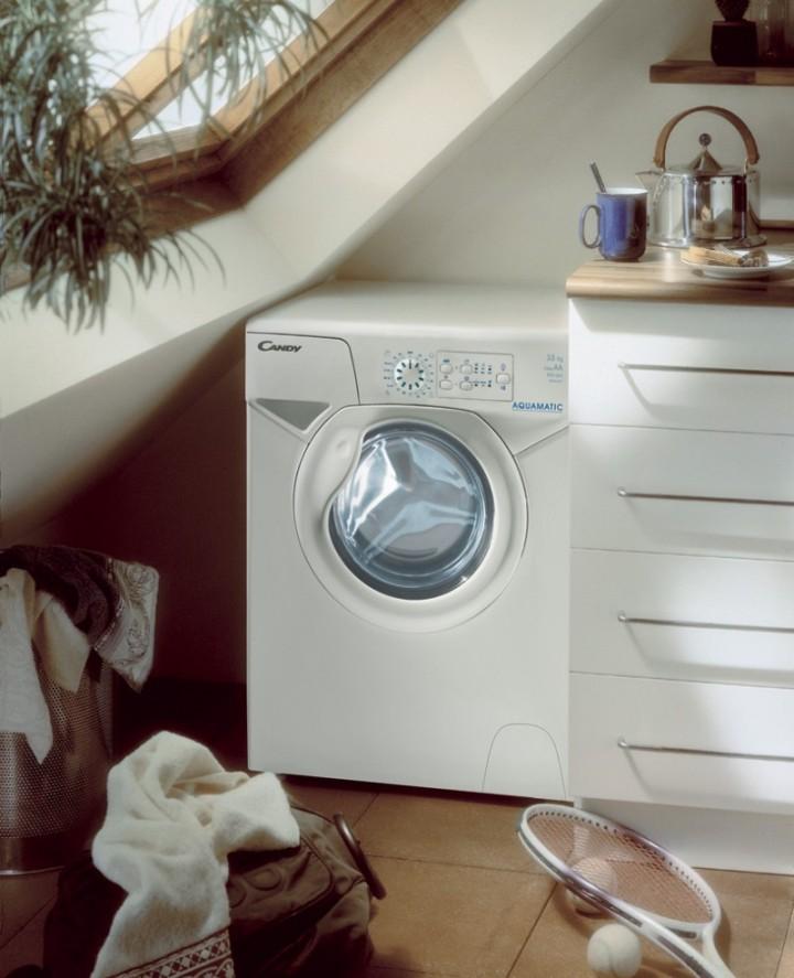 Компактная стиральная машина автомат в интерьер