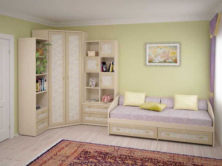 Светлая корпусная мебель в маленькой спальне
