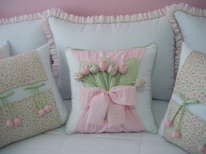 Милые декоративные подушки с цветами