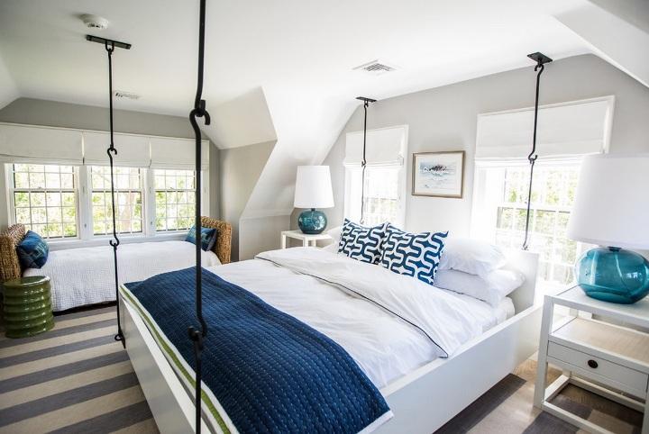 Кровать на крючьях