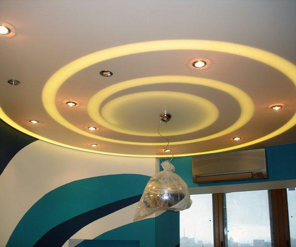 Потолок из гипсокартона с подсветкой светодиоды