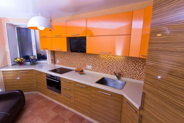 Оранжево-полосатая кухня зебрано