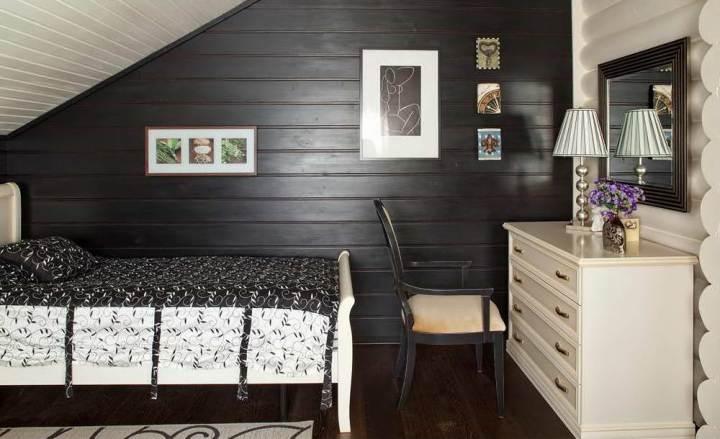 Дерево в черно-белой спальне
