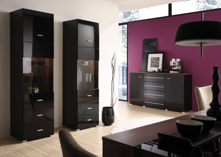 Яркие стены и черная мебель