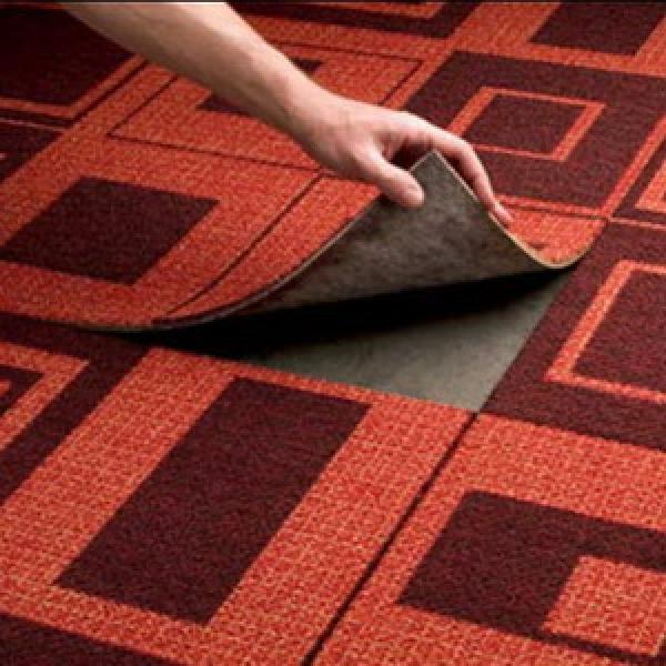 модульная ковровая плитка в спальне