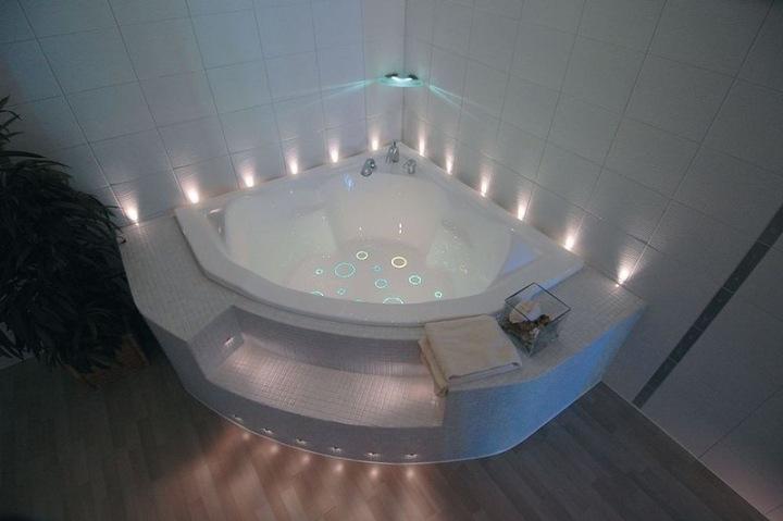 Нижний свет в ванной