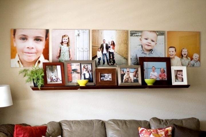 Детские фотки над диваном