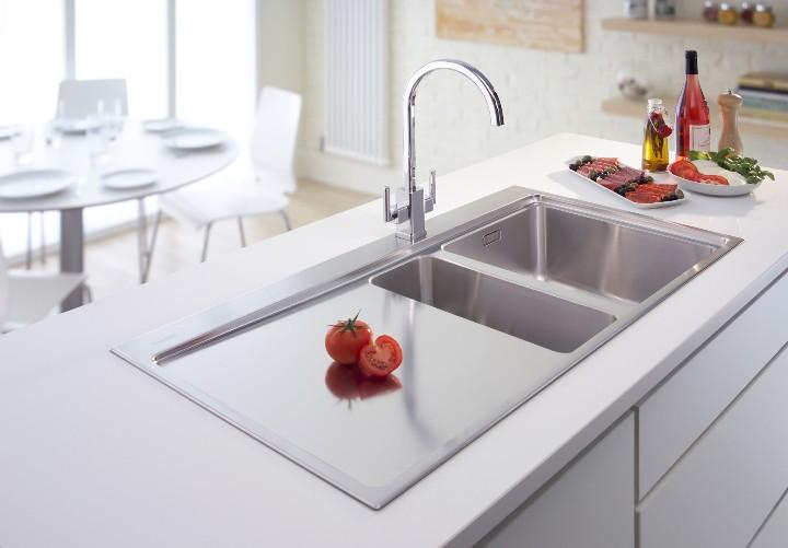 Кухонная мойка в интерьере кухни