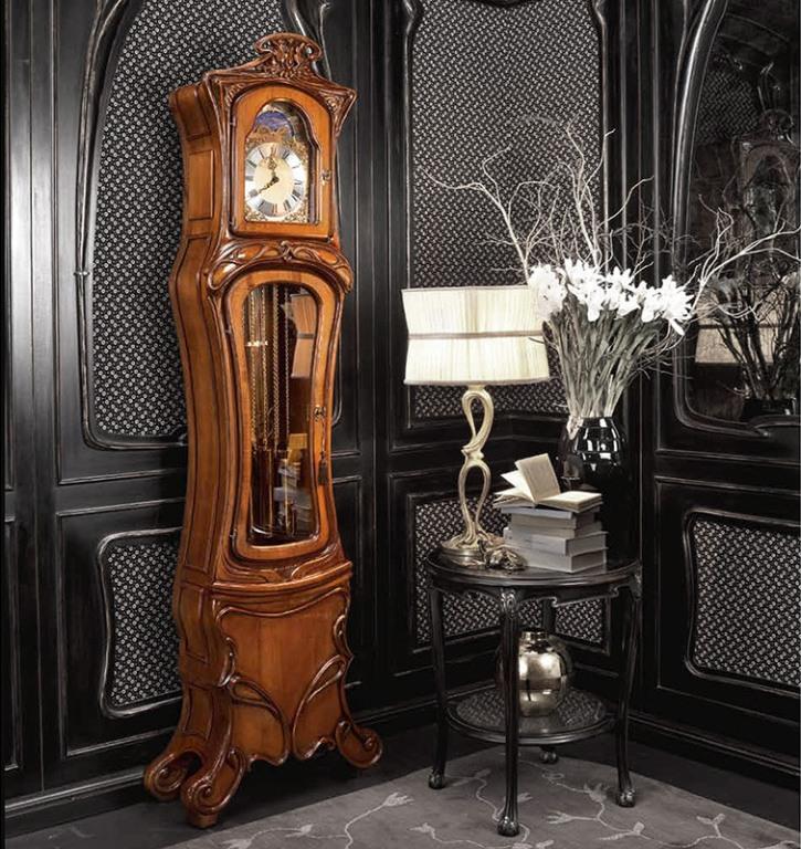 Напольные часы в стиле модерн