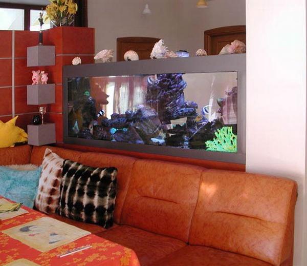 Зонирование интерьера аквариумом