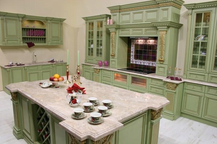 Классическая кухня фисташкового цвета