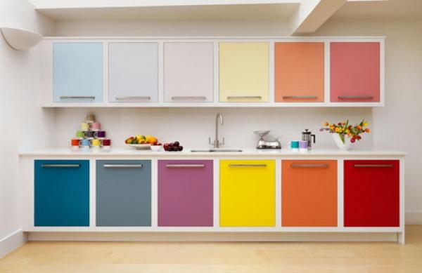 дизайн яркой кухни