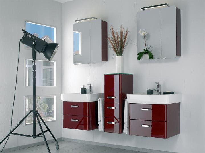 Лаковая мебель в ванной
