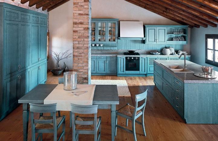 Голубая кухня в средиземноморском стиле