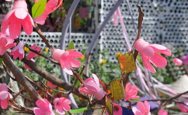 cveti-iz-plastikovix-butilok_1_2