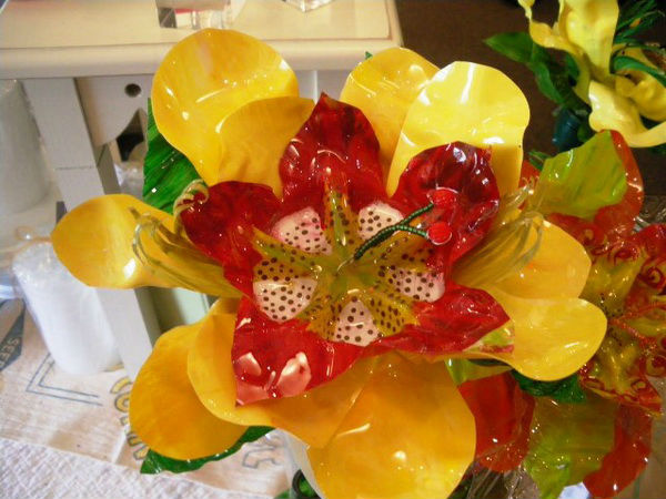 cveti-iz-plastikovix-butilok_3