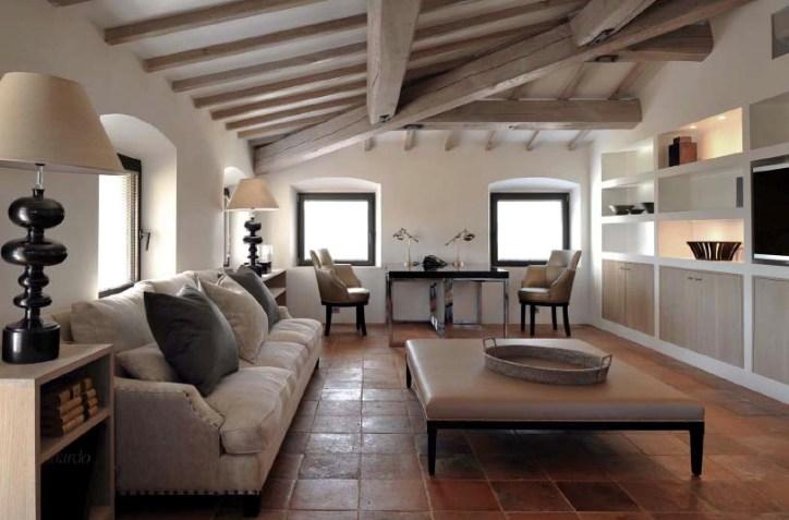 Дизайн просторной гостиной в тосканском стиле