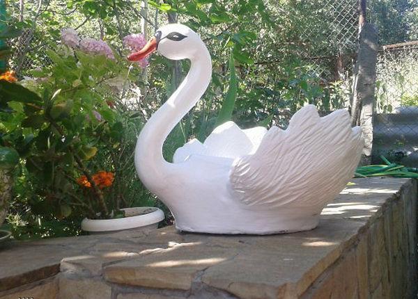 как сделать лебедя из пластиковых бутылок пошаговая инструкция видео - фото 10