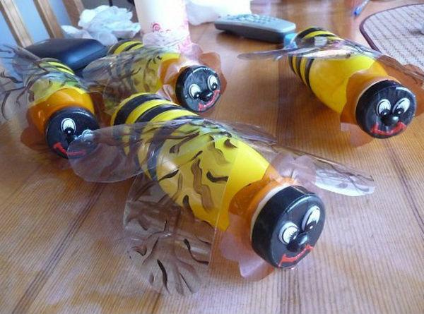 Как сделать из пластиковой бутылки пчёлку
