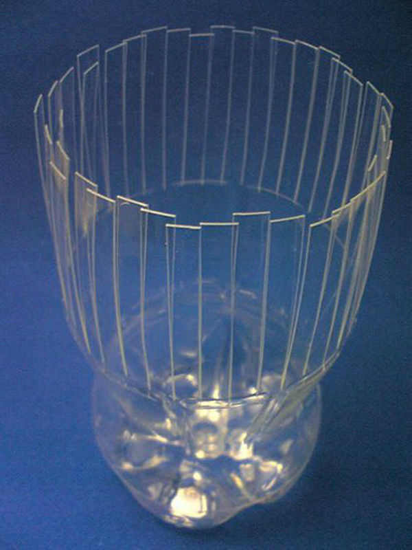 vaza-iz-plastikovix-butilok_1