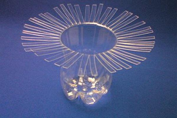 vaza-iz-plastikovix-butilok_2