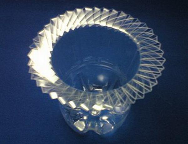 vaza-iz-plastikovix-butilok_4