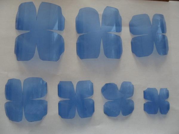 rosi-iz-plastikovix-butilok_2