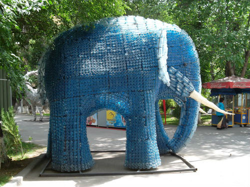 слон из пластиковой бутылки