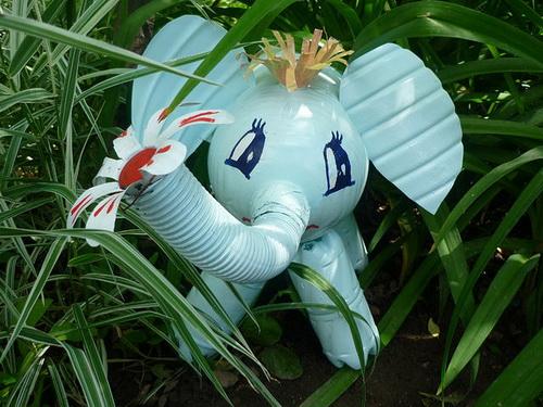 slon-iz-plastikovix-butilok_2