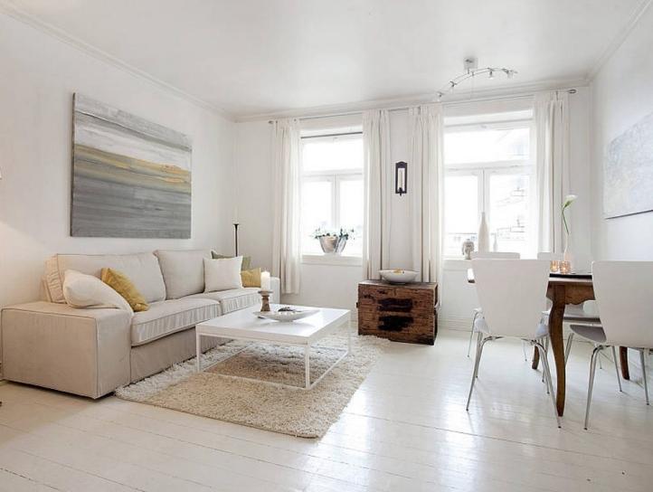 Белый деревянный пол в гостиной