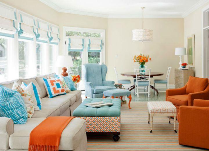 Оранжево-голубая мебель в гостиной