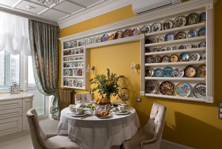 Кухня, украшенная декоративными тарелками