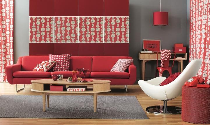 Красная мебель в гостиной