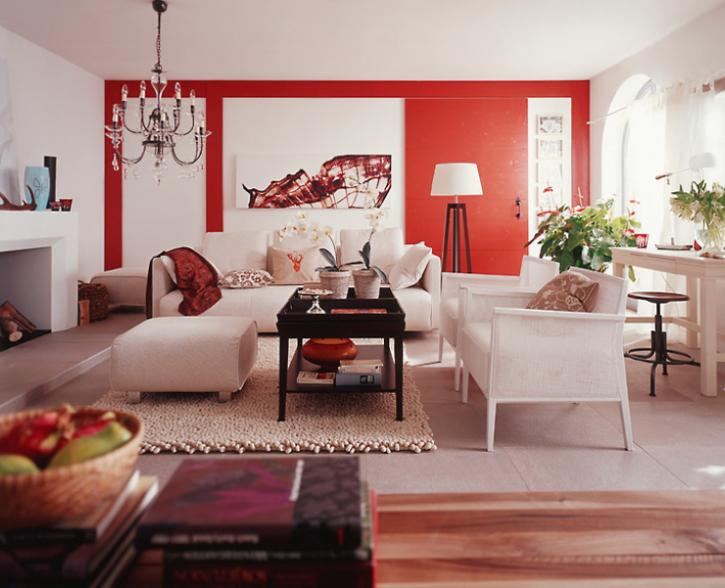 Стильная красная гостиная