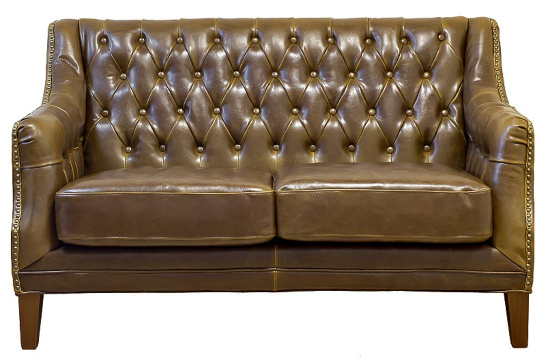 классный кожаный диванчик для небольшой гостиной