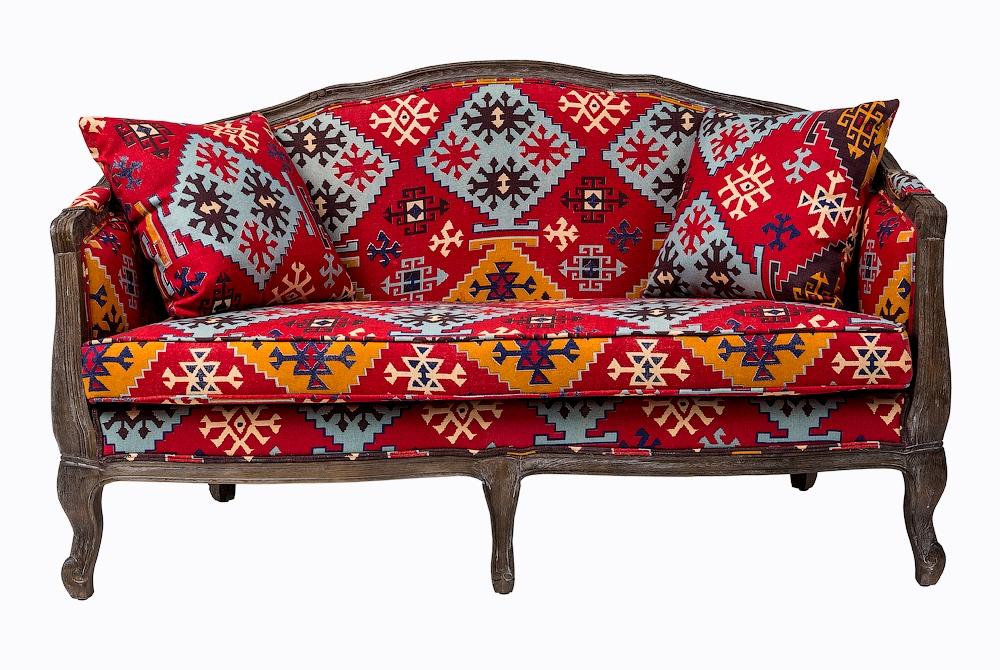 диван в этническом стиле