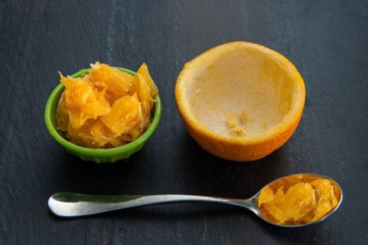 Из апельсина нужно удалить мякоть